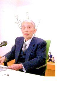 画像に alt 属性が指定されていません。ファイル名: 山口惠照先生-お写真-於2005年龍雲寺会館-212x300.jpg